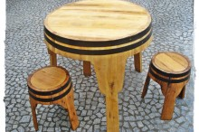 Conjunto mesa e bancos tripé