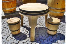 Conjunto mesa e bancos tambor