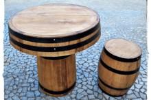 Conjunto mesa e bancos pipos